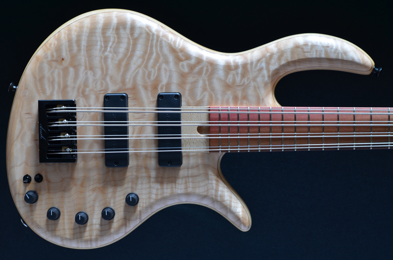 bass direct elrick gold 8 string quilted maple top eight string fretted bolt on active. Black Bedroom Furniture Sets. Home Design Ideas