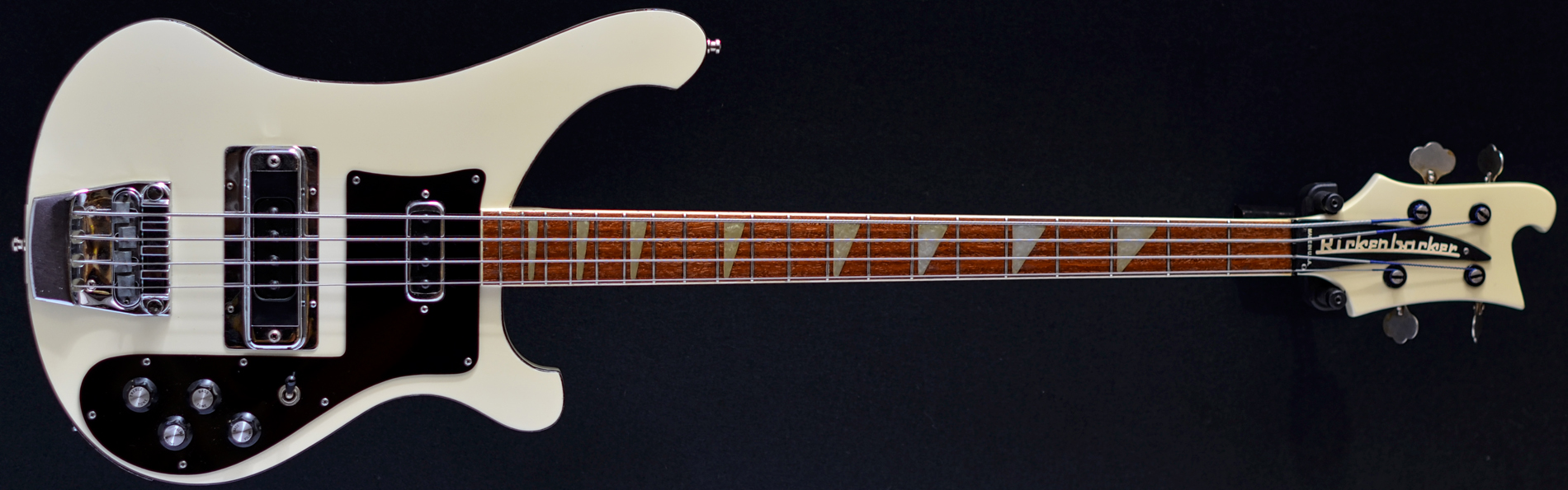 Rickenbacker 4001 bass, 1982  white, Second Hand and Ex-demo