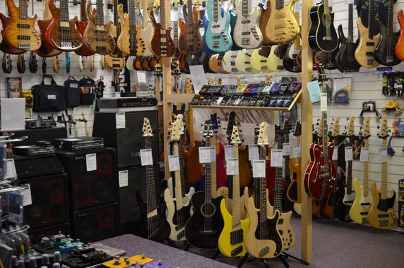 special offers uk bass direct uk sale on offer bass amplifier guitar effects pedals. Black Bedroom Furniture Sets. Home Design Ideas